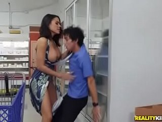 Luna star Grocery Store Milf get full movie from link http://keistaru.com/2wxK